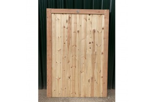 Front View - Douglas Fir/English Larch Closeboard Driveway Gates
